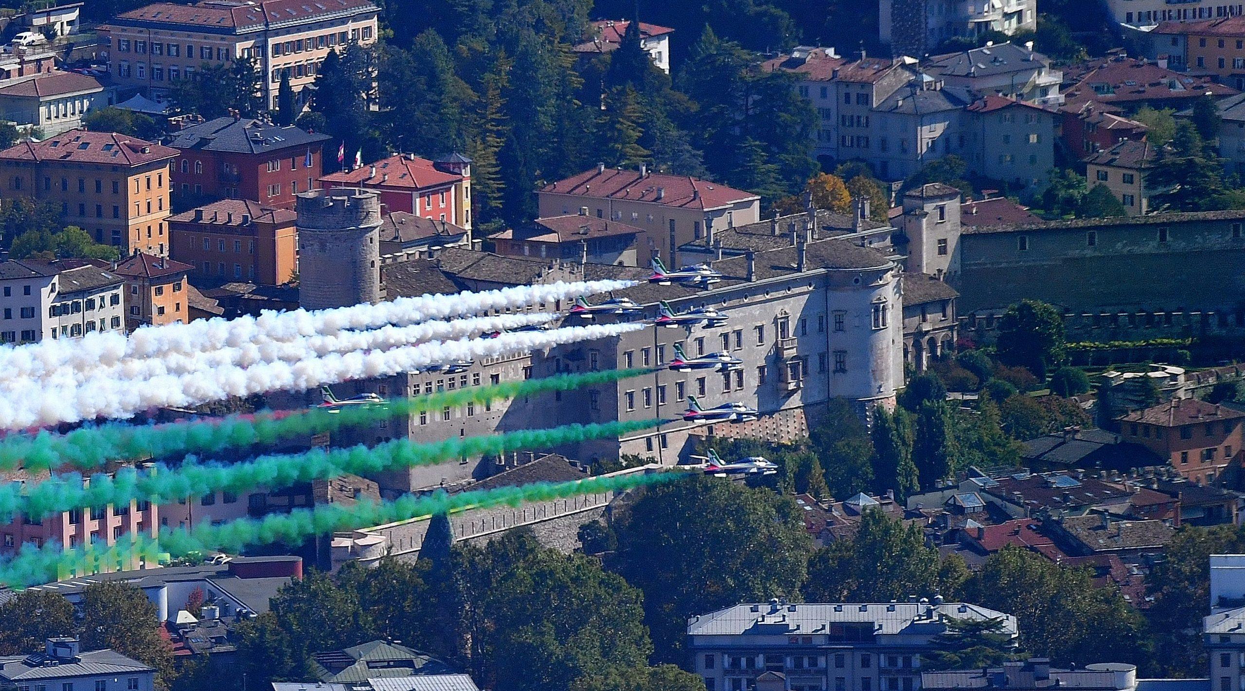 Le frecce tricolori sulla città di Trento