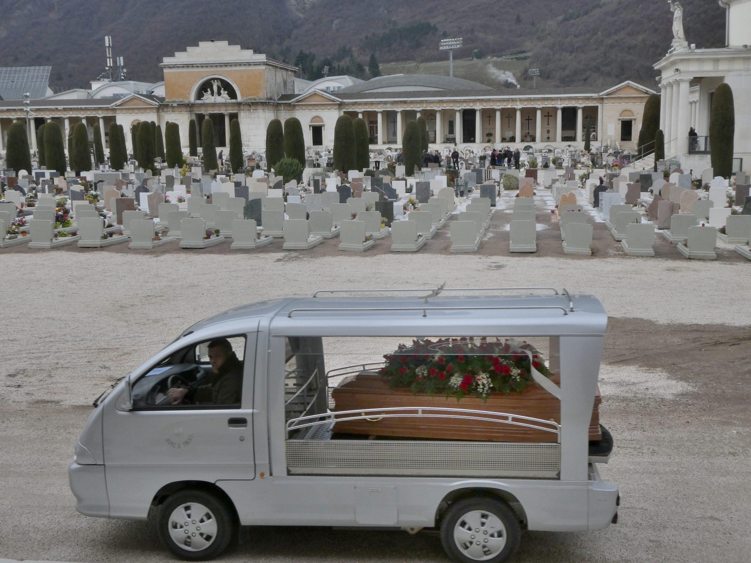 Carro funebre senza corteo