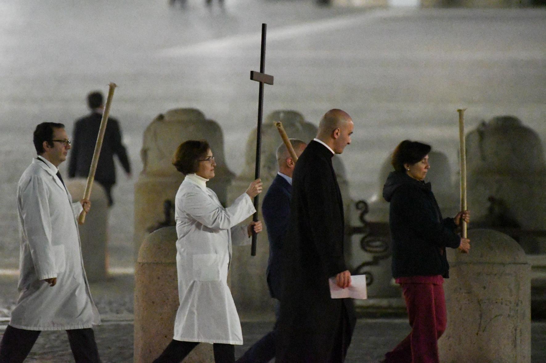 Via Crucis in piazza S. Pietro