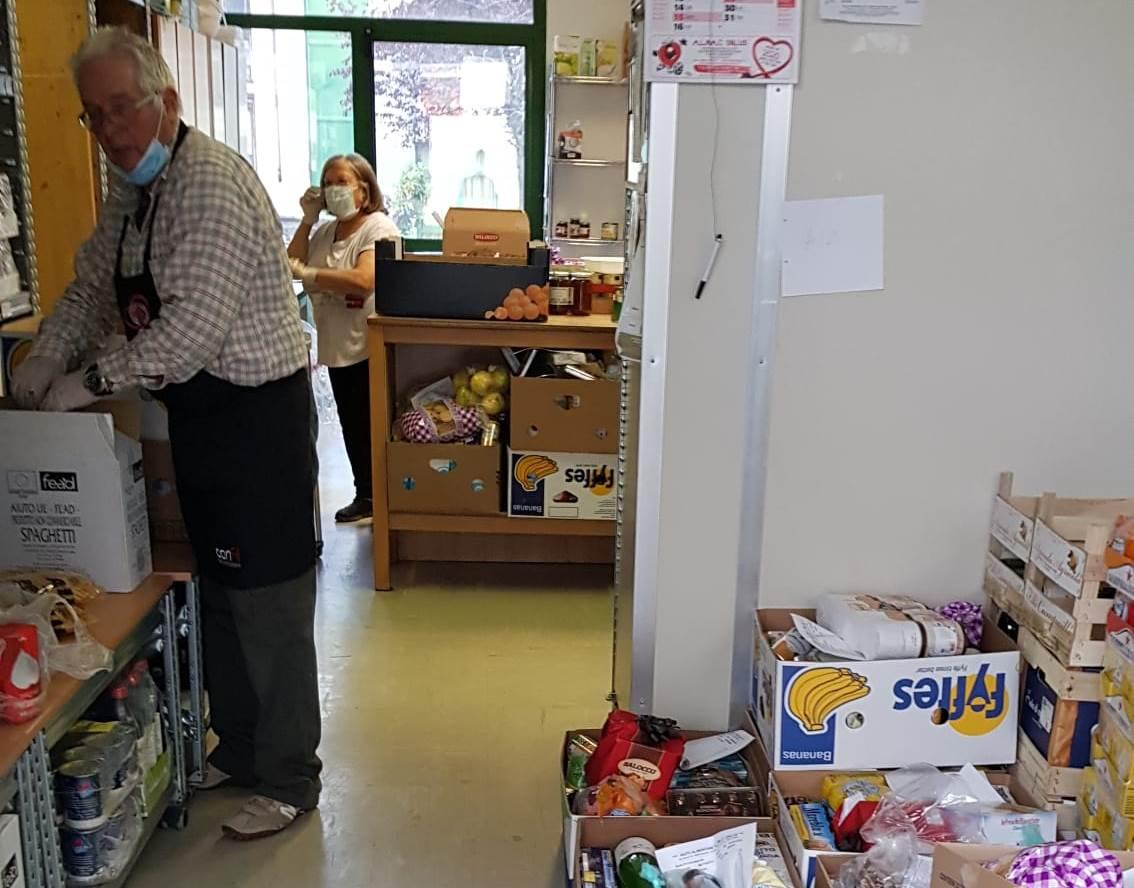 Anche nell'emergenza, l'associazione A.L.Ma.C. prosegue con la consegna dei pacchi alimentari.