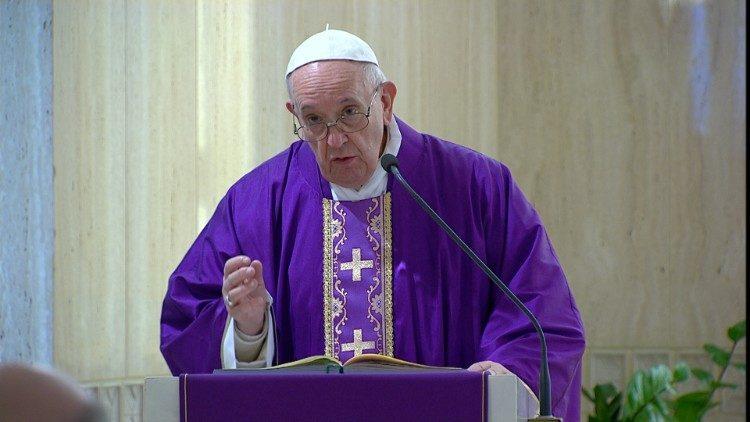 La Messa di papa Francesco ogni mattina alle 7, trasmessa in diretta da TV 2000 e anche da Rai 1