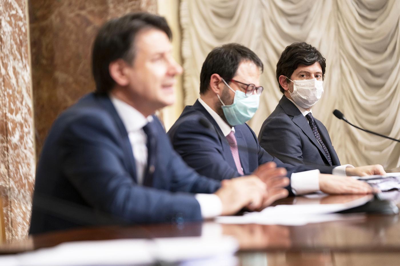 """Il premier Conte presenta il """"Decreto Rilancio"""""""