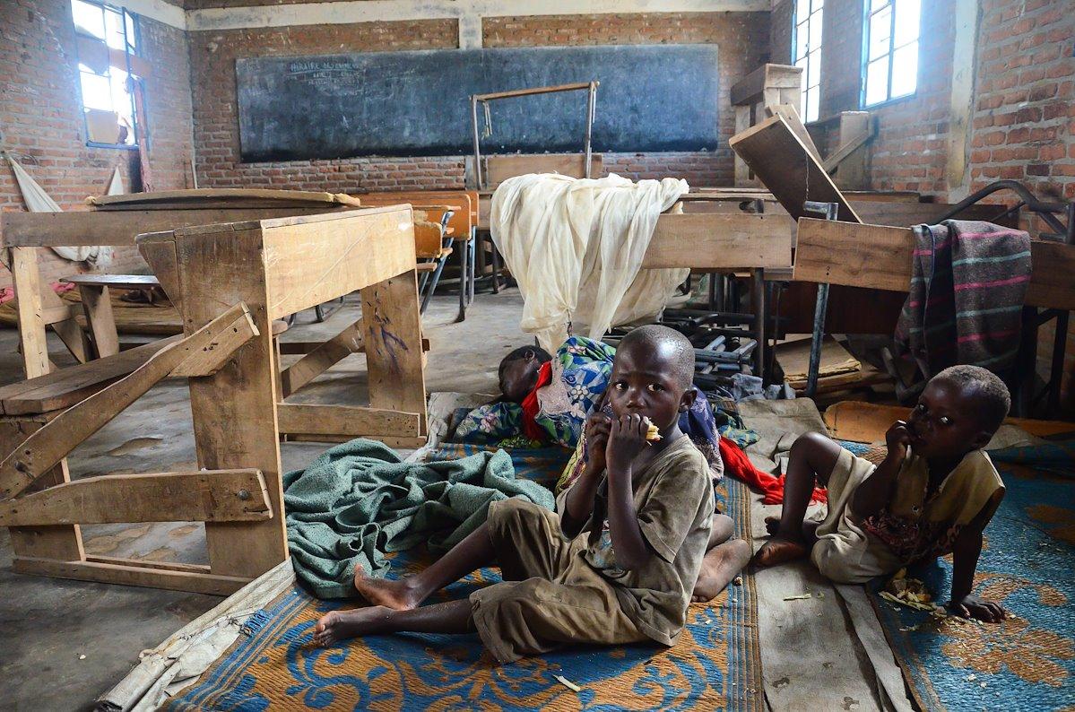 Bambini al riparo dalle inondazioni in una scuola di Bujumbura