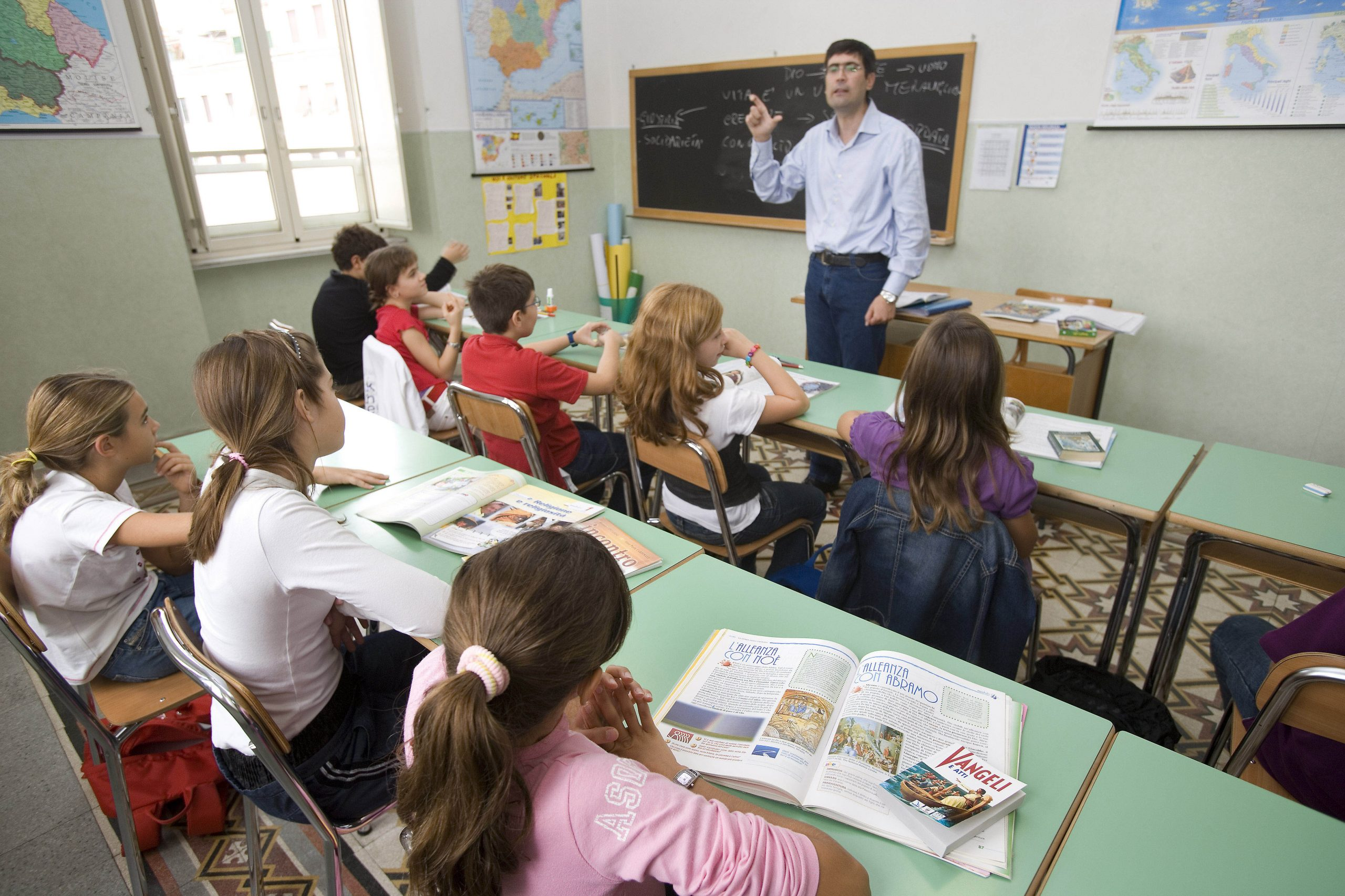 scuola studenti Ora di religione in classe.