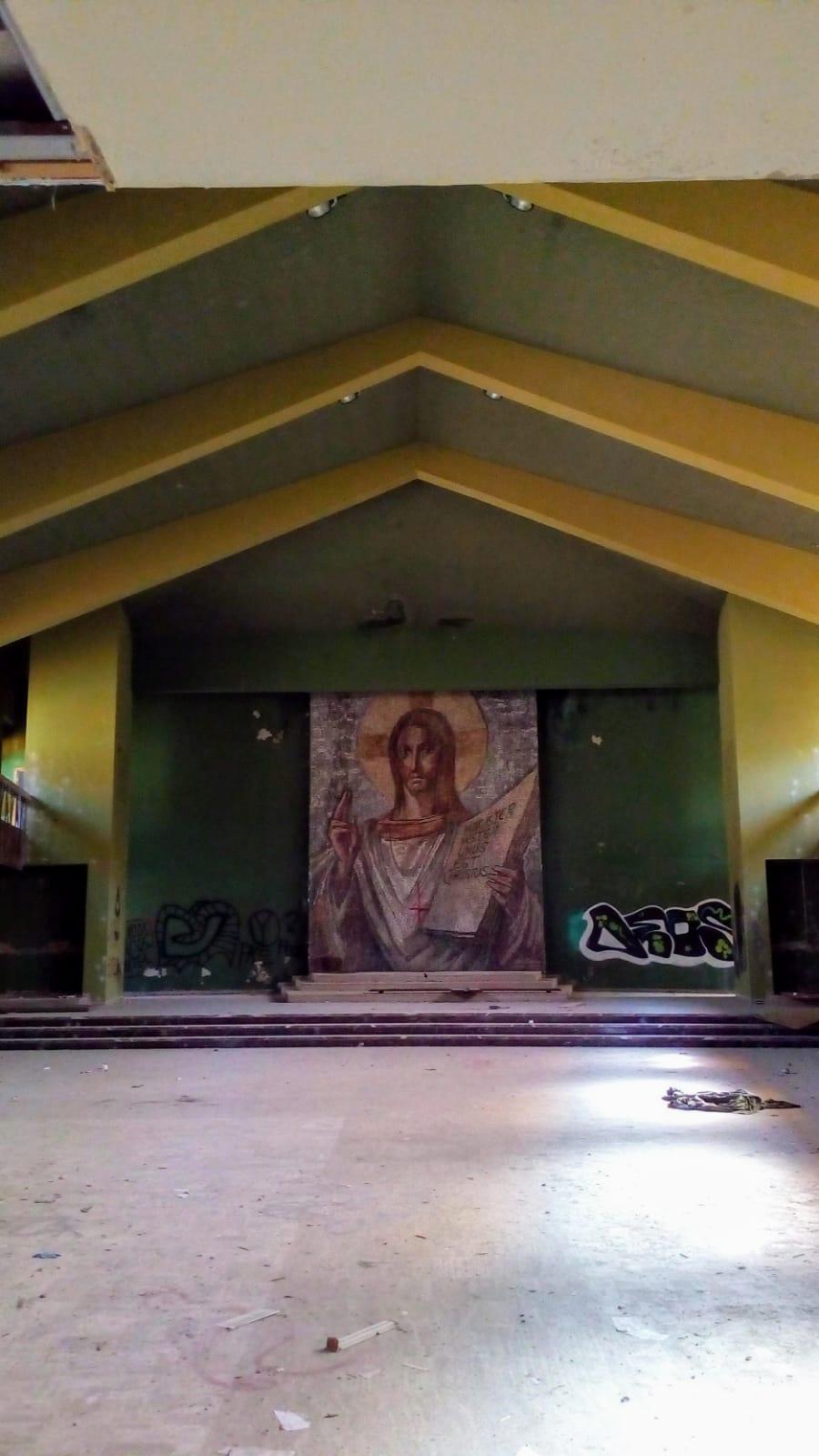 Mosaico nella chiesa all'ex Artigianelli di Susà