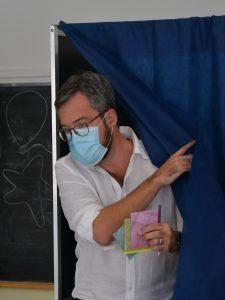 Franco Ianeselli al seggio. Foto Zotta