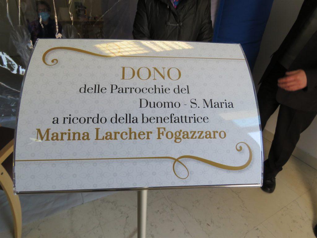La targa ricorda la benefattrice Marina Larcher Fogazzaro