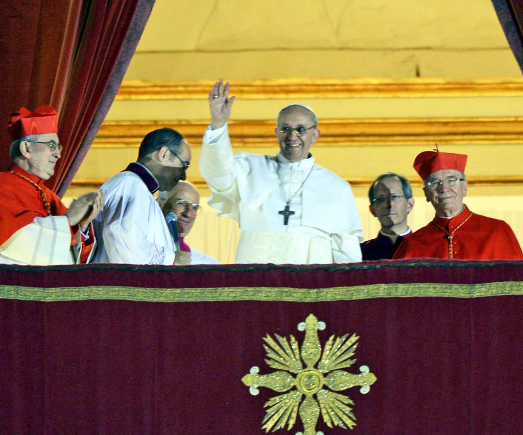 Il primo saluto di papa Francesco. Foto Gianni Zotta